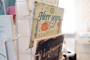 Geschenkideen, Karten im Laden