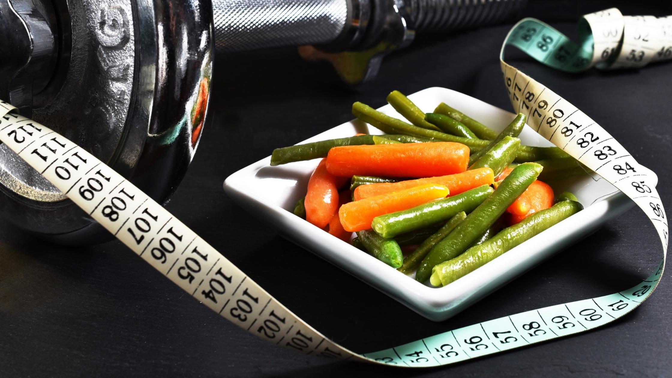 Massband, Teller Gemüse, Handel - alles zum Abnehmen
